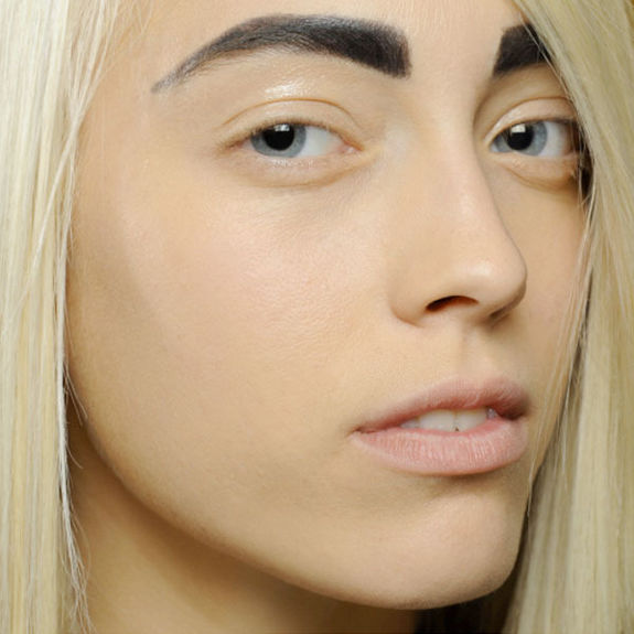 7 приемов в макияже, которые устарели и не модны изоражения