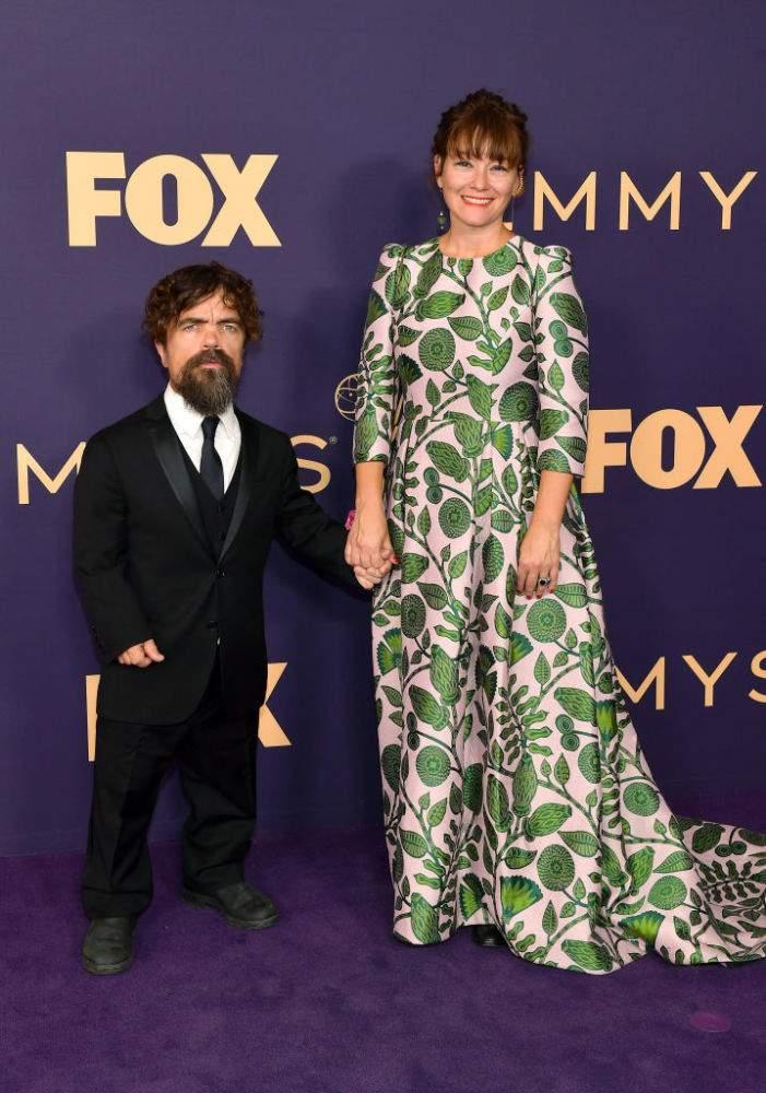 Una pareja nada común: Peter Dinklage y su alta esposa son la pareja más inusual y perfecta en los Emmy 2019