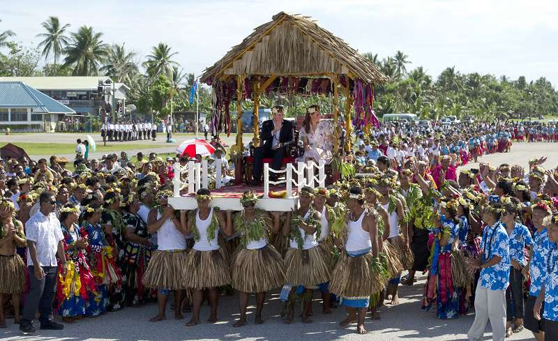 A Look-Back At Prince William's Awkward Dance That Had The Crowd Cheering In TuvaluA Look-Back At Prince William's Awkward Dance That Had The Crowd Cheering In TuvaluA Look-Back At Prince William's Awkward Dance That Had The Crowd Cheering In TuvaluA Look-Back At Prince William's Awkward Dance That Had The Crowd Cheering In Tuvalu