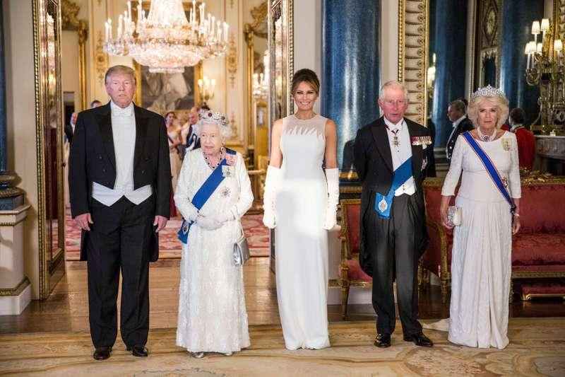 Fotos legen nahe, dass Mitglieder der königlichen Familie nicht begeistert waren, Präsident Trump zu empfangen