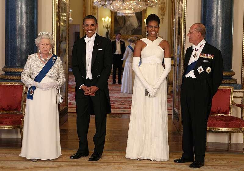 """Melania une imitatrice ? Les fans s'expriment, Mme Trump a """"emprunté"""" le style de Michelle Obama au banquet royal"""
