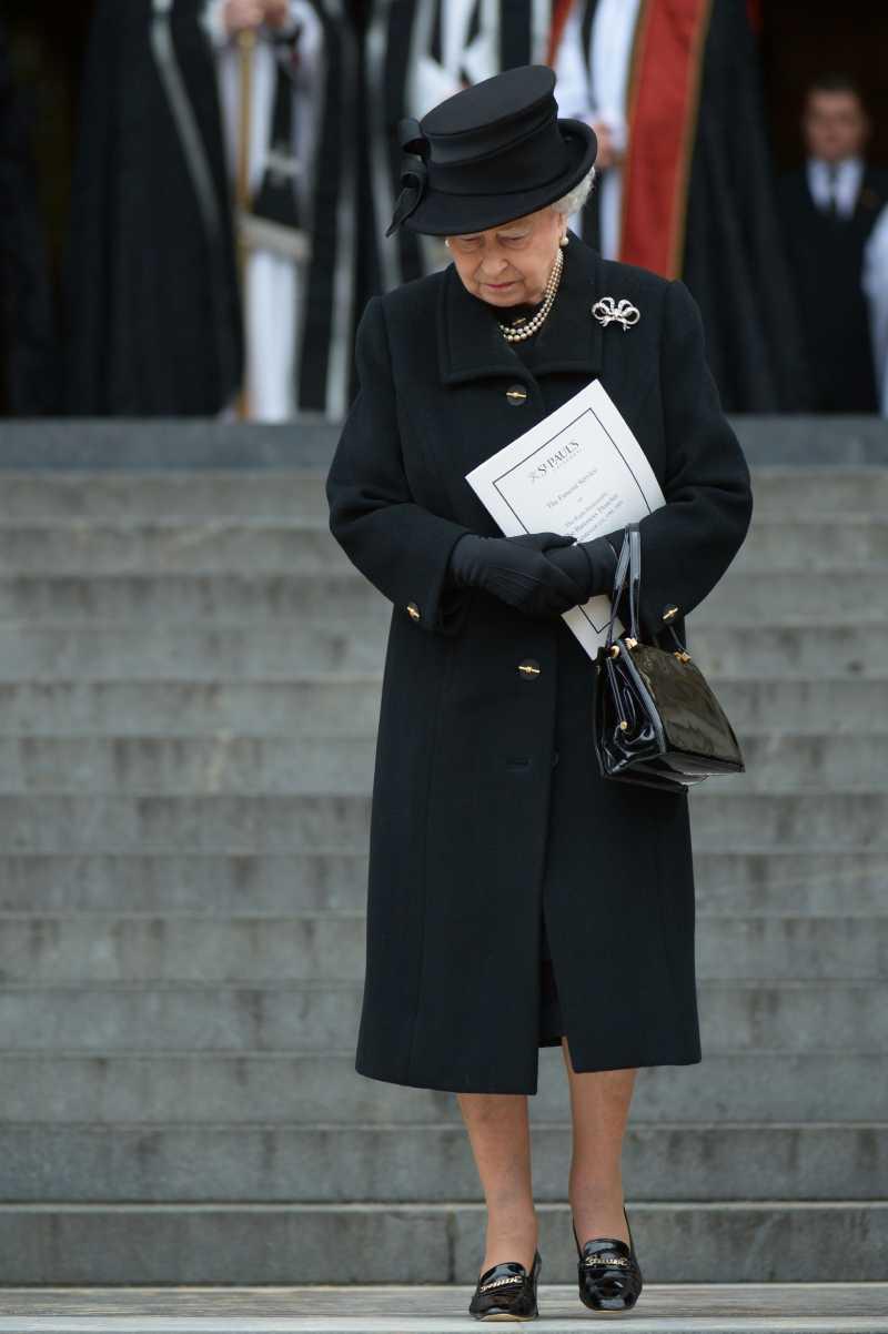 Un trou dans une robe ? Aucun problème ! Voici comment Kate Middleton a habilement évité d'être embarrassée