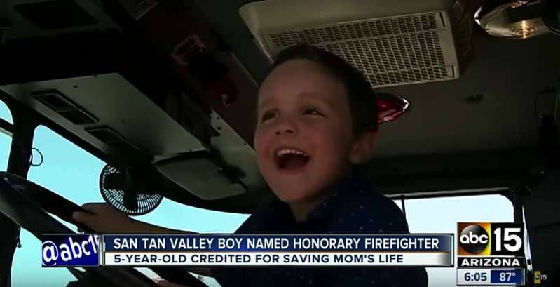 """My Mom Died In The Shower"": 5-Year-Old Boy Runs For Help And Saves His Mother's Life. Now He Is Rewarded With An Honorary Title""My Mom Died In The Shower"": 5-Year-Old Boy Runs For Help And Saves His Mother's Life. Now He Is Rewarded With An Honorary Title""My Mom Died In The Shower"": 5-Year-Old Boy Runs For Help And Saves His Mother's Life. Now He Is Rewarded With An Honorary Title""My Mom Died In The Shower"": 5-Year-Old Boy Runs For Help And Saves His Mother's Life. Now He Is Rewarded With An Honorary Title"