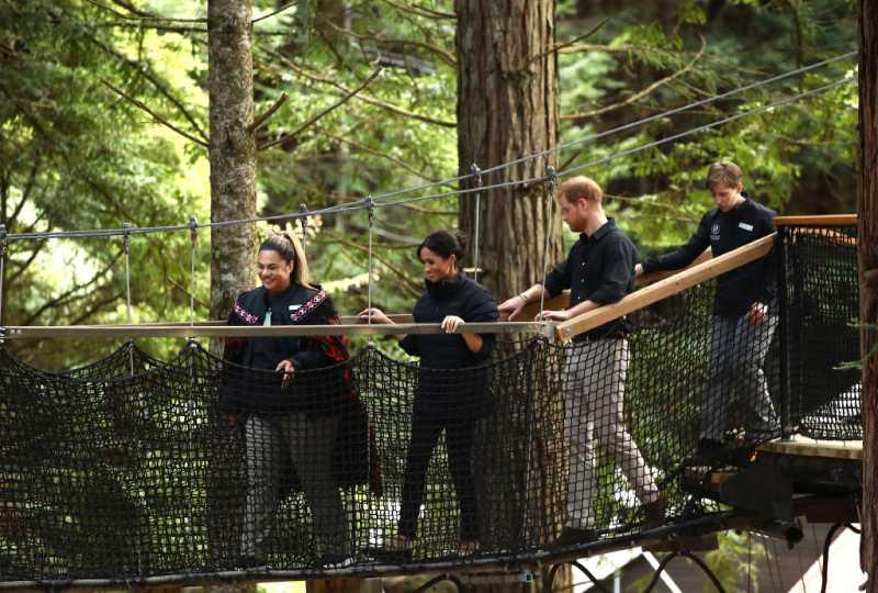 Las vidas de Meghan Markle y de su bebé estuvieron 5 veces en grave peligro durante su viajePrince Harry, Duke of Sussex and Meghan, Duchess of Sussex visit Redwoods Tree Walk on October 31, 2018 in Rotorua, New Zealand