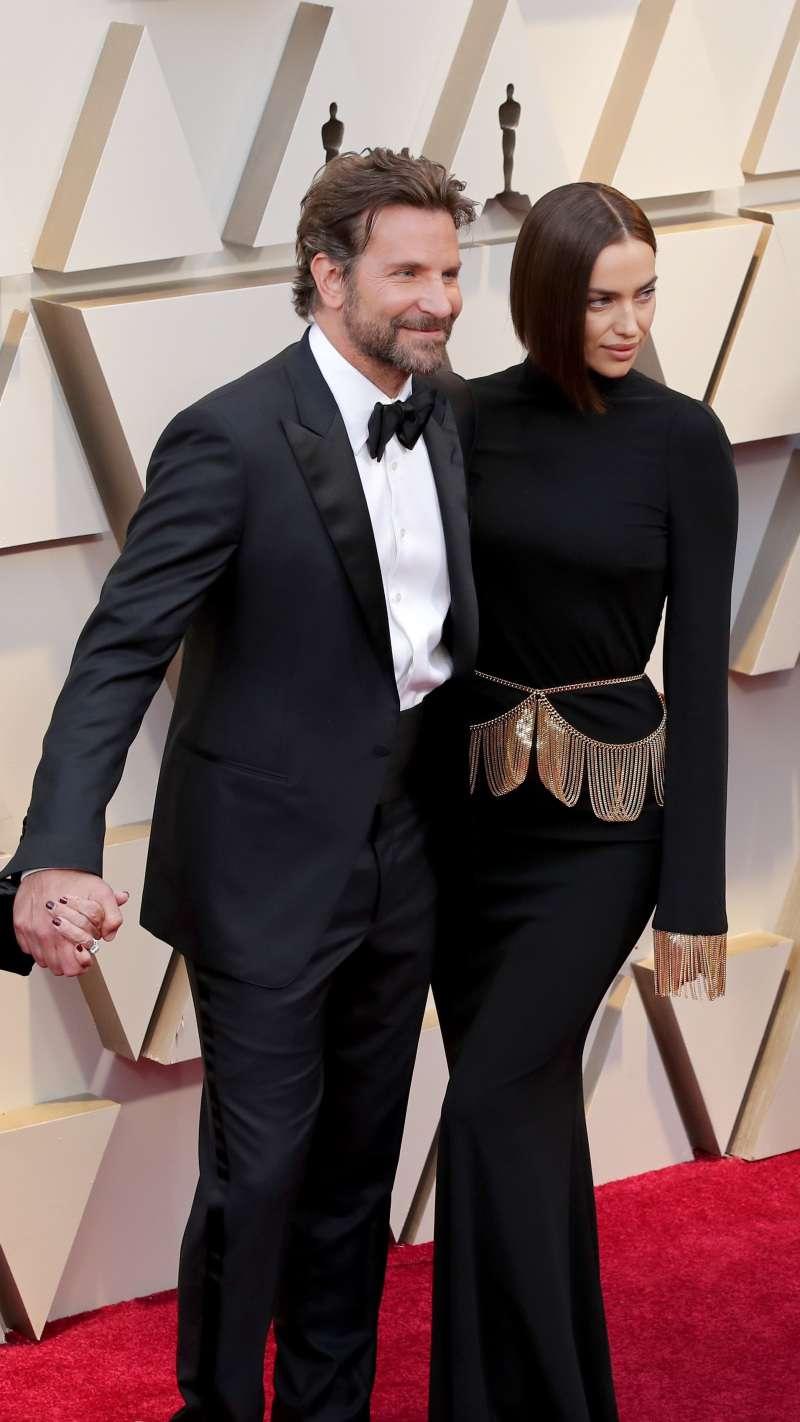 برادلي كوبر يشع في حفل الأوسكار! كانت رفيقته الجميلة إيرينا شايك ترتدي فستانًا نصف مظلل