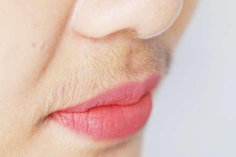 Comment se débarrasser de la pilosité faciale pour les femmes de plus de 50 ans