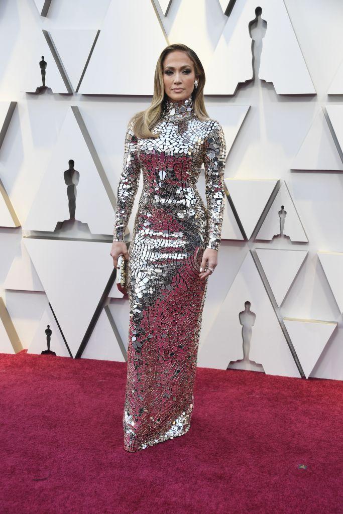 À couper le souffle ! Jennifer Lopez prend d'assaut les Oscars dans une robe miroitante de chez Tom Ford