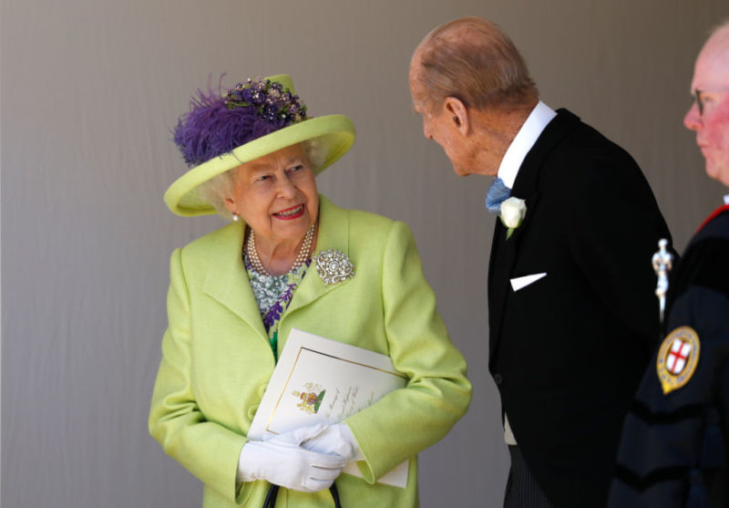 People Believe Queen Elizabeth's Clever Brooch Trick Was Her Way Of Denying Rumors That She And Meghan Markle Argued Over Her Wedding TiaraPeople Believe Queen Elizabeth's Clever Brooch Trick Was Her Way Of Denying Rumors That She And Meghan Markle Argued Over Her Wedding TiaraPeople Believe Queen Elizabeth's Clever Brooch Trick Was Her Way Of Denying Rumors That She And Meghan Markle Argued Over Her Wedding Tiara