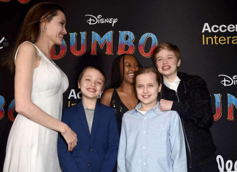 """Junto a sus hijos y con una enorme sonrisa, Angelina Jolie reapareció en la premier de """"Dumbo""""dumbo's premiere"""