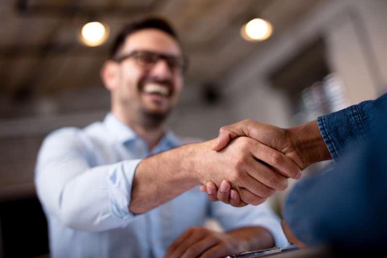 Women Have Made a List Of Unpleasant Men's Habitsbusiness people shaking hands
