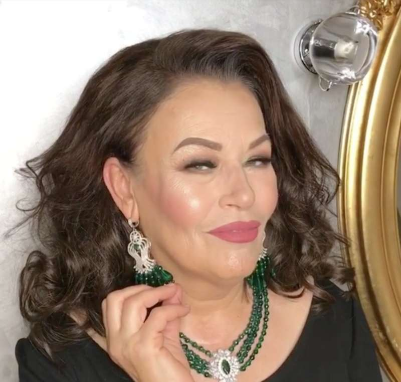 All Glammed Up! Woman Over 60 Couldn't Believe The Mirror After A Stunning TransformationAll Glammed Up! Woman Over 60 Couldn't Believe The Mirror After A Stunning TransformationAll Glammed Up! Woman Over 60 Couldn't Believe The Mirror After A Stunning Transformation