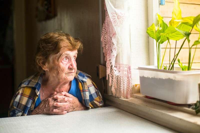 Une vieille femme est devenue une momie dans sa propre maison, et personne ne l'a remarqué !