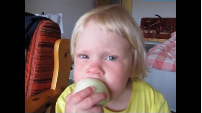 Hilarious Kid Stubbornly Eats Onion And Think Its An Apple In A Viral Video