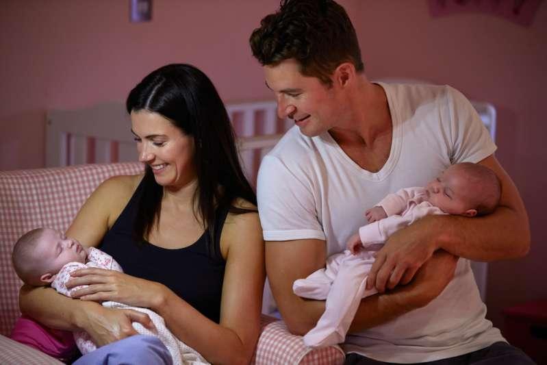 Pareja demanda a la clínica de fertilidad después de dar a luz a gemelos que no eran suyos