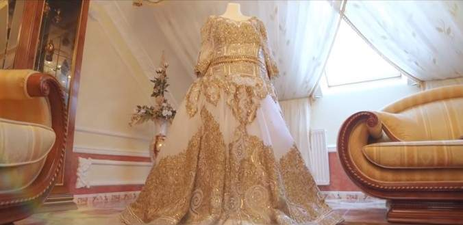 19 Year Old Bride Wears Stunning 200 000 Golden Dress,Mother In Law Wears Wedding Dress To Sons Wedding