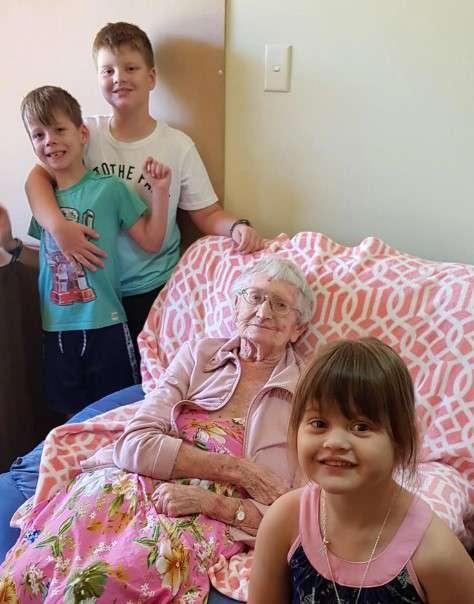 Bisabuela enferma de 93 años podría ser deportada de vuelta a un país donde ya no tiene familia93-year-old mollie manley deportation
