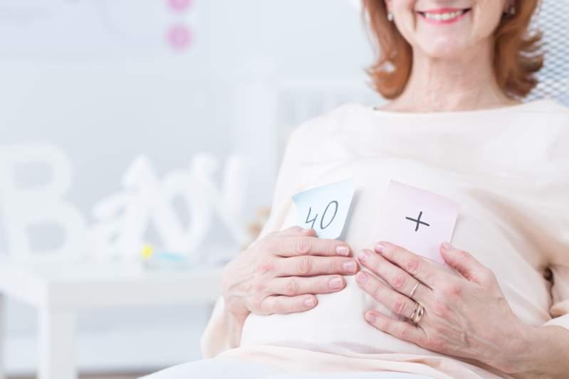 Un miracle ! Une femme de 67 ans donne naissance à une petite fille en bonne santé et établit un nouveau record