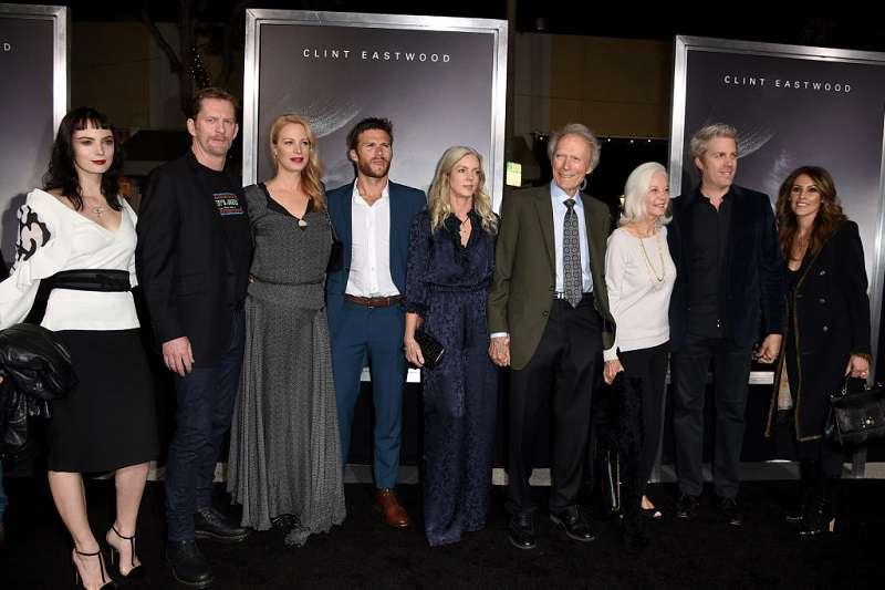 Quelle famille ! Clint Eastwood a pris part à une émouvante réunion de famille avec ses enfants sur le tapis rouge