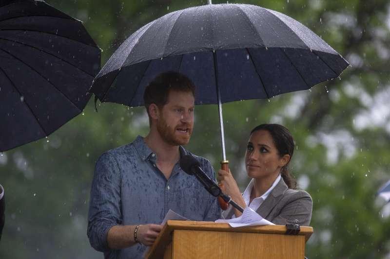 Harry contre les mouches : le Duc du Sussex a fait pleurer de rire Meghan et les journalistes [Vidéo]