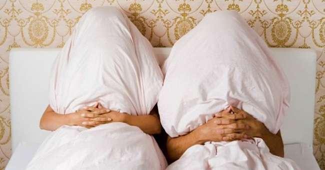 Фото супругов в кровати, порно рука в пизде экстрим