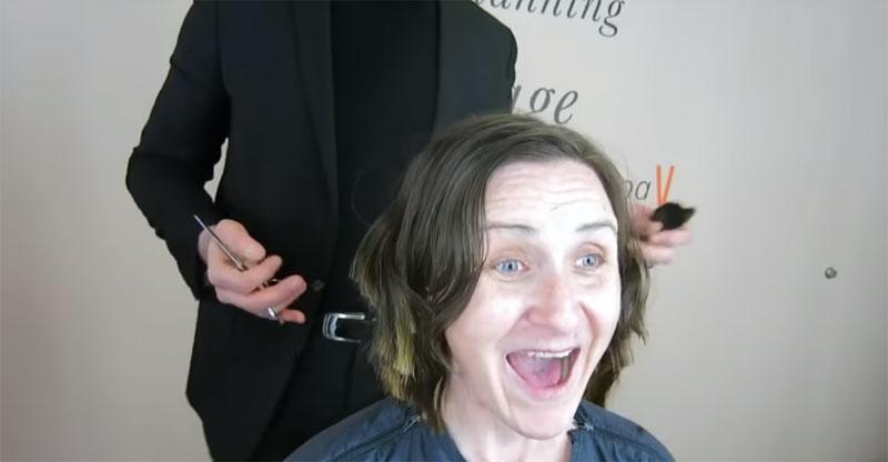 Tras pasar más de 30 años con el cabello largo, ella decidió cortárselo y ahora luce irreconocible