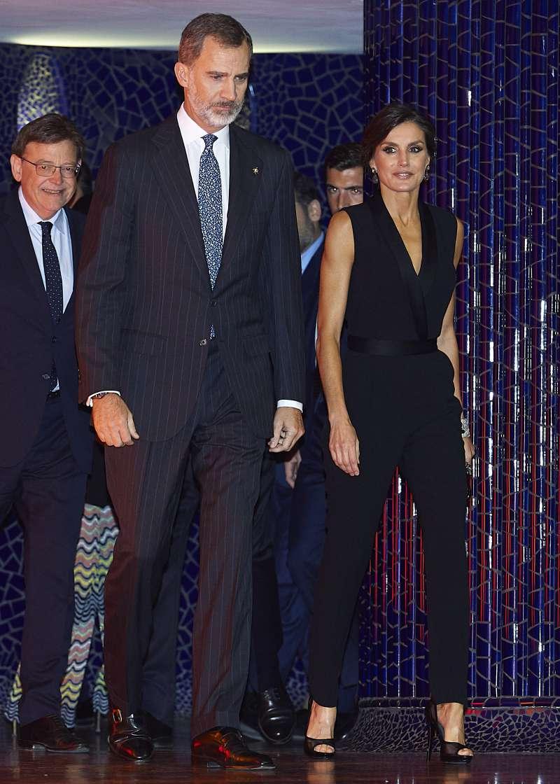 Letizia visita Londres y evita a toda costa encontrarse con Kate Middleton y Meghan Markle heels