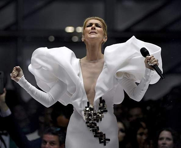 Céline Dion est une grandissime artiste. Elle vient de le prouver une fois de plus en réalisant un exploitCéline Dion est une grandissime artiste. Elle vient de le prouver une fois de plus en réalisant un exploit