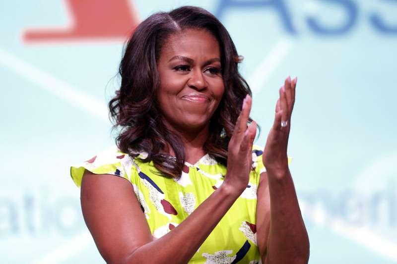 """El hermano de Barack Obama lanza una pregunta ofensiva: """"¿Es Michelle o más bien Miguel?""""El hermano de Barack Obama lanza una pregunta ofensiva: """"¿Es Michelle o más bien Miguel?"""""""