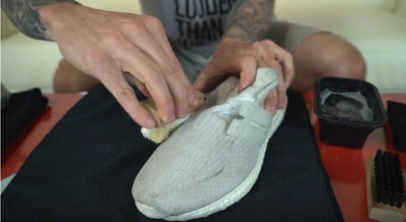 Más blancos que la nieve: ¿cómo limpiar los zapatos claros y dejarlos como si estuviesen nuevos?Más blancos que la nieve: ¿cómo limpiar los zapatos claros y dejarlos como si estuviesen nuevos?