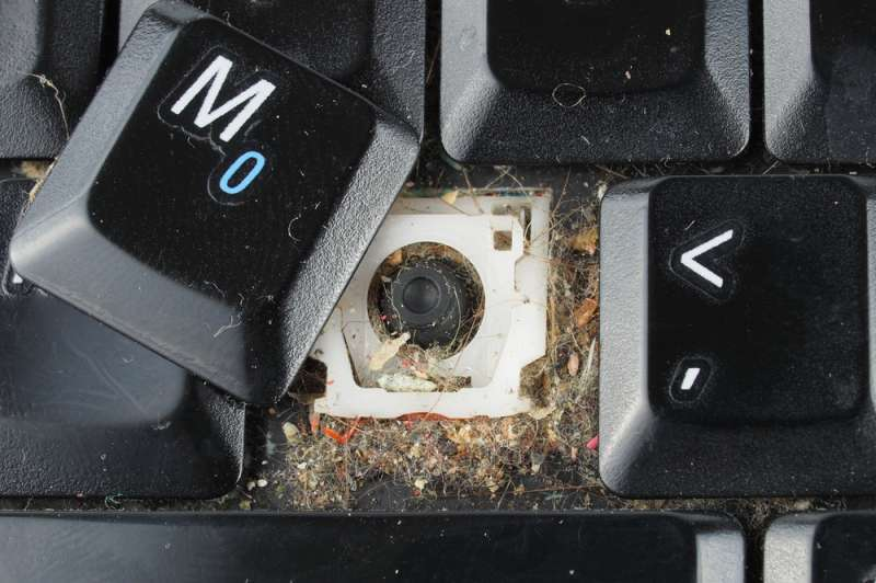 Faça você mesmo! Como limpar as teclas de seu computador de sujeiras e gorduras com receitas caseiras!