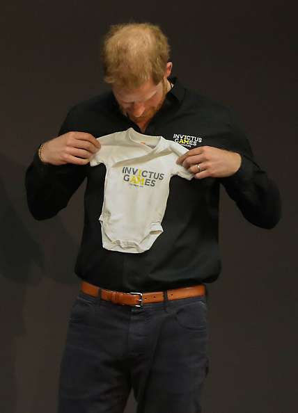 Experts Claim That Prince Harry's Bald Patch Has Doubled In A Year. Could It Be Because Of Meghan's Stressful Pregnancy And Baby Birth?Experts Claim That Prince Harry's Bald Patch Has Doubled In A Year. Could It Be Because Of Meghan's Stressful Pregnancy And Baby Birth?Experts Claim That Prince Harry's Bald Patch Has Doubled In A Year. Could It Be Because Of Meghan's Stressful Pregnancy And Baby Birth?Experts Claim That Prince Harry's Bald Patch Has Doubled In A Year. Could It Be Because Of Meghan's Stressful Pregnancy And Baby Birth?prince harry