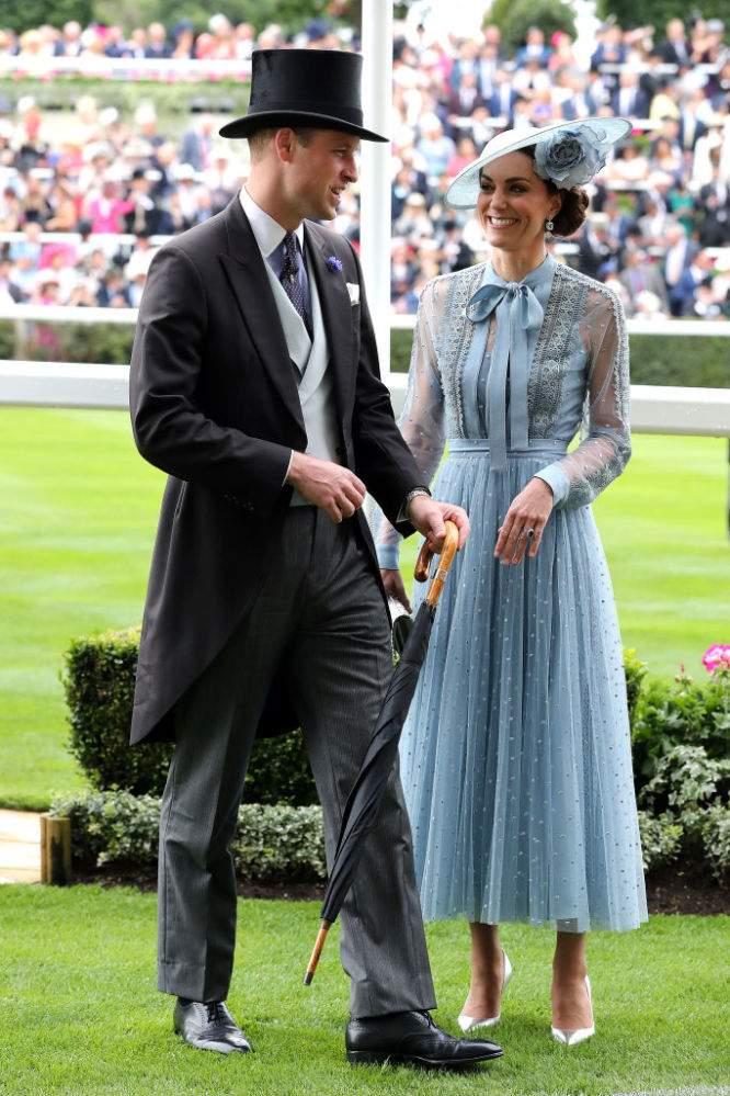 'Equilibrio difficile': a Kate Middleton e al principe William non è permesso eclissare Carlo e Camilla, secondo un'esperta della famiglia reale