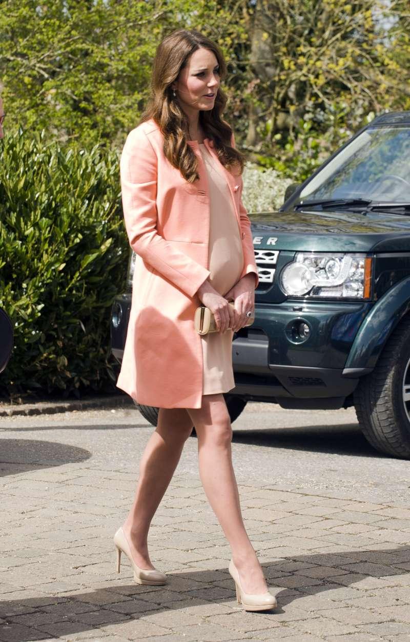 Kate siempre usa mini vestidos durante sus embarazos: todos quisieran que Meghan haga lo mismo