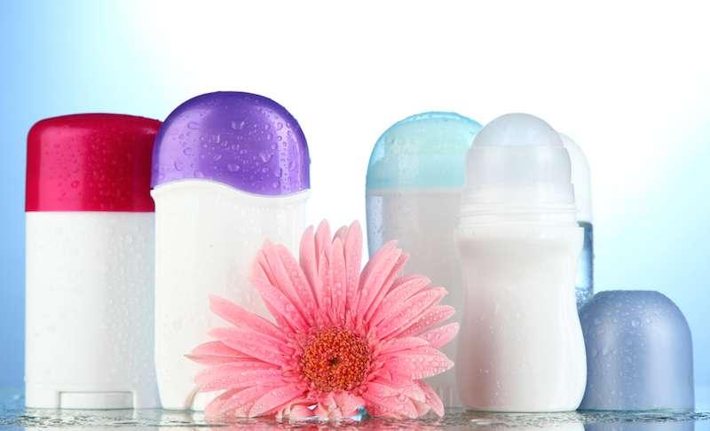 5 errores comunes que se cometen al aplicar desodorante y que pueden anular sus efectos positivos