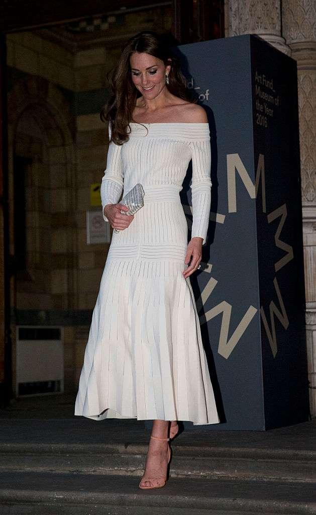 Die verführerischsten Kleider der Herzogin von Cambridge, Kate MiddletonShoulders