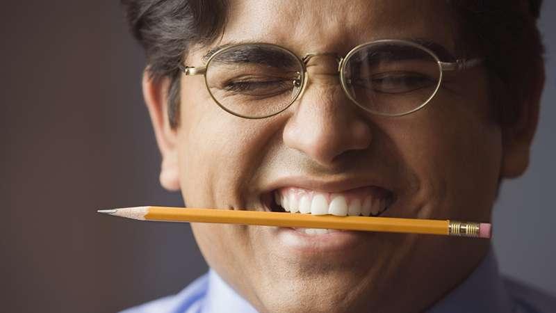 Картинки по запросу карандаш между зубов