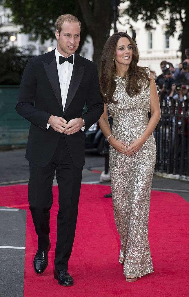 La duchesse scintillante : la première robe de soirée post-natale de Kate Middleton fait encore le buzz