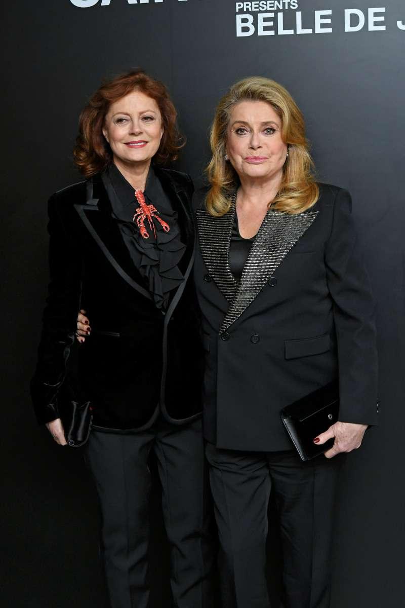 Какой блеск в глазах! Сьюзан Сарандон и Катрин Денёв восхитили стильными образами и неувядающей красотой
