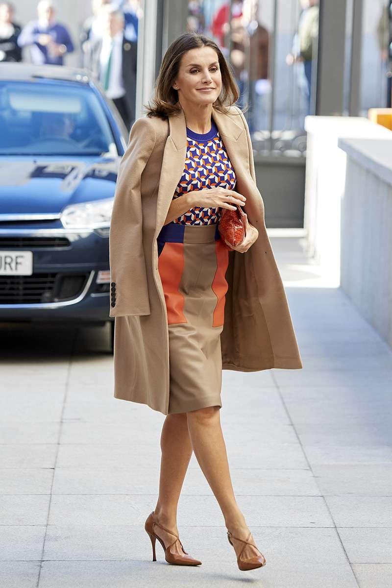 Luxus und Spitze! Queen Letizia sah in einem Kleid mit tiefem Ausschnitt großartig aus