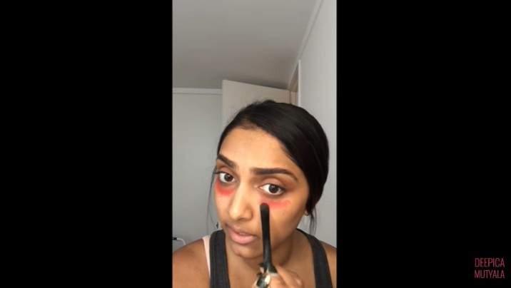 Fatiguée de se battre avec les cernes sous les yeux ? Une simple astuce avec du rouge à lèvres pourrait être la solution
