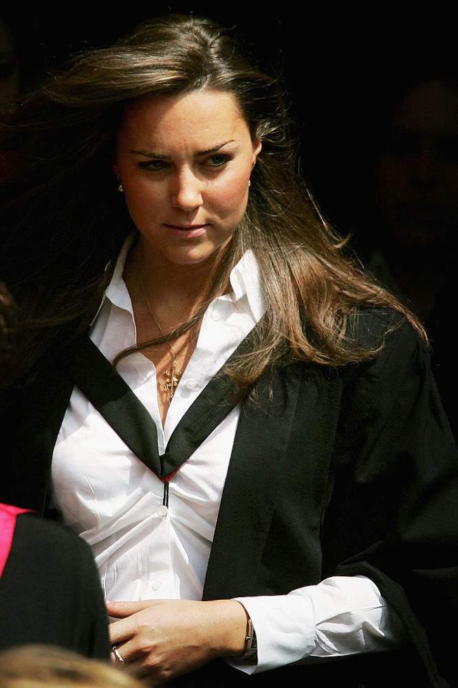 Kate Middleton a d'abord prétendu être la petite amie de William pour le sauver d'une fan collante à l'université