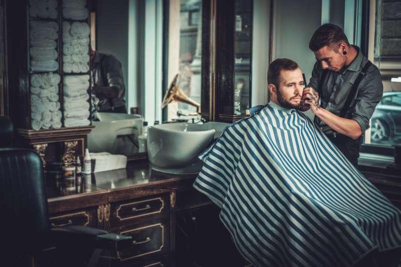 Das finden auch die Klügsten nicht raus: Ein Mann rasiert mehrmals am Tag und hat doch einen Bart. Wer ist er?Even Smart People Get This Riddle Wrong: A Man Shaves Several Times A Day But Still Has A Beard. Who Is He?-