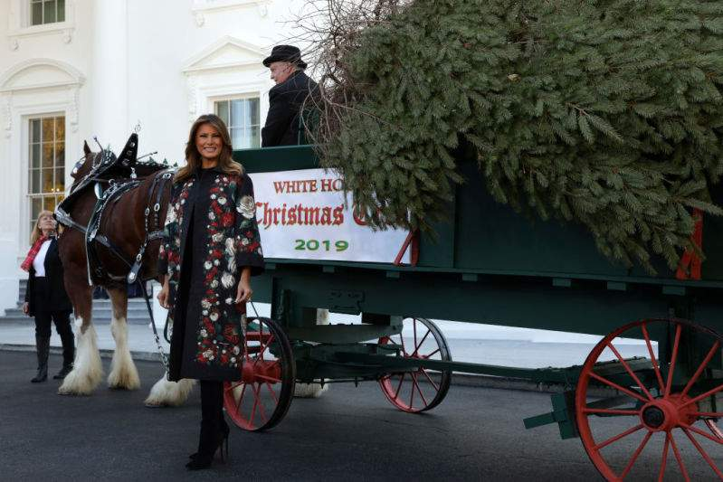 Melania Trump Puts On A Mini Fashion Show In A Deliciously Decadent Floral Dolce & Gabbana Coat While Receiving The 2019 White House Christmas TreeMelania Trump Puts On A Mini Fashion Show In A Deliciously Decadent Floral Dolce & Gabbana Coat While Receiving The 2019 White House Christmas TreeMelania Trump Puts On A Mini Fashion Show In A Deliciously Decadent Floral Dolce & Gabbana Coat While Receiving The 2019 White House Christmas TreeMelania Trump Puts On A Mini Fashion Show In A Deliciously Decadent Floral Dolce & Gabbana Coat While Receiving The 2019 White House Christmas Tree
