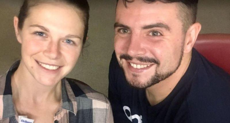 ¡Milagro de vida! Después de nacer 15 semanas prematuro, esta pareja puede sostener a su bebé