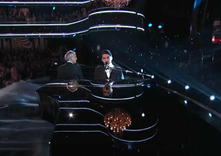 Celestiali! Andrea Bocelli e il figlio Matteo eseguono un duetto in TV da mozzare il fiato