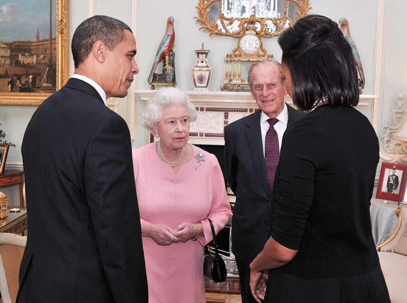 Did She Break Protocol? Michelle Obama Finally Reveals Why She Put Her Arm Around The Queen In 2009Did She Break Protocol? Michelle Obama Finally Reveals Why She Put Her Arm Around The Queen In 2009