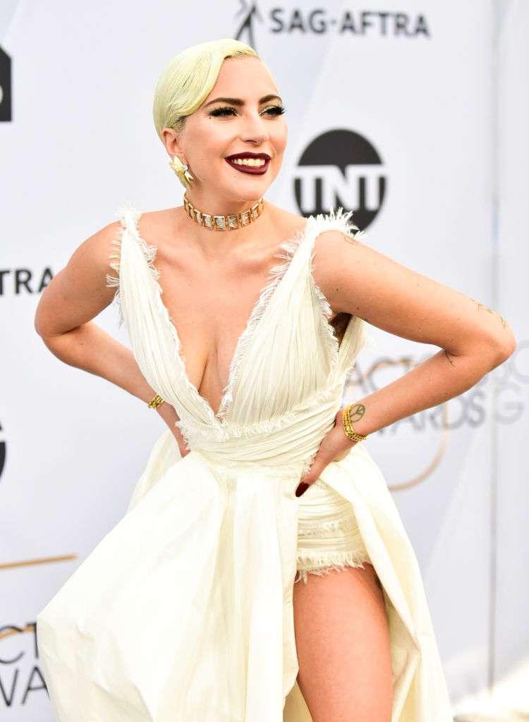 Забыла про лифчик? Леди Гага удивила бюстом на SAG Awards 2019Забыла про лифчик? Леди Гага удивила бюстом на SAG Awards 2019Забыла про лифчик? Леди Гага удивила бюстом на SAG Awards 2019