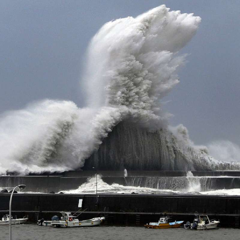 Jebi typhoon destroys Japan