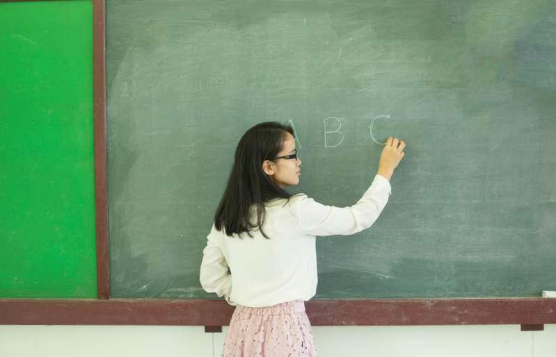 El cáncer amenaza su vida y mientras tanto, la escuela la obliga a pagar a los maestros que la reemplazan