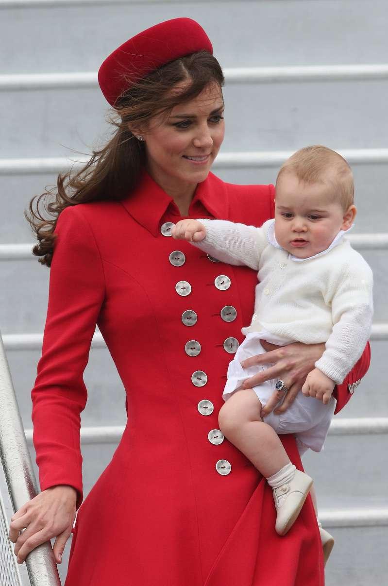 Королівська переробка: Кейт Міддлтон вже носила цю червону сукню, коли принц Джордж був дитиною